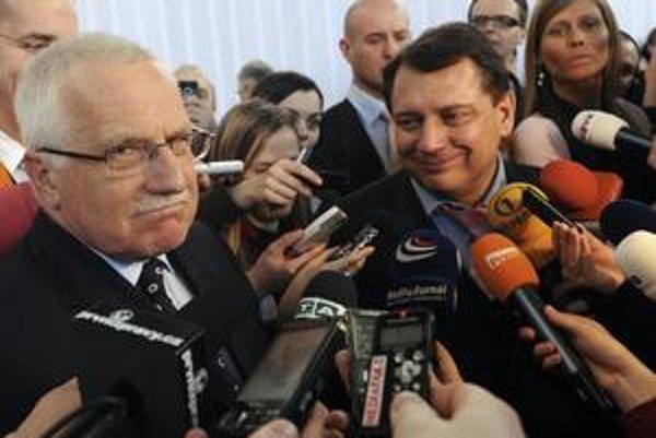 Václav Klaus (vľavo) Jiřího Paroubka potešil. Líder ČSSD prezidentovo vystúpenie označil za nadstranícke.