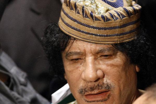 Kaddáfí so Zelenou knihou.