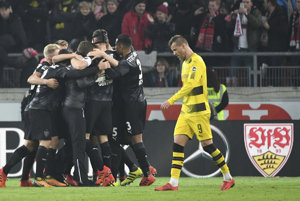 Futbalisti Borussie Dortmund prehrali na ihrisku VfB Stuttgart 1:2