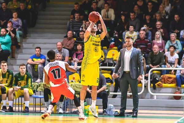 Basketbalisti Levíc si môžu konečne oddýchnuť, keďže najbližší zápas odohrajú až 29. novembra vKošiciach. Doma sa predstavia až vpolovici decembra vzápase proti Interu.