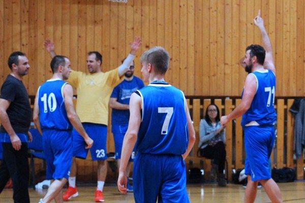 Druholigoví muži BK Exit Nitra sa tešili z cenného víťazstva v Holíči.
