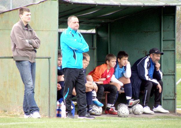 Lukáš Fabiš je odchovancom FC Nitra. Jeho otec Tibor (na snímke celkom vpravo) bol po celú synovu mládežnícku kariéru vedúcim družstva. Nečakane zomrel v júli tohto roka. Snímka je z roku 2011.