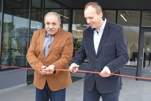 Primátor Jozef Grapa a majiteľ NIKASPORT-u Dušan Šustek.