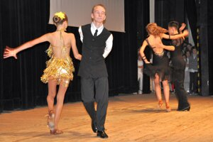 Predstavili sa aj tanečníci spoločenských tancov.