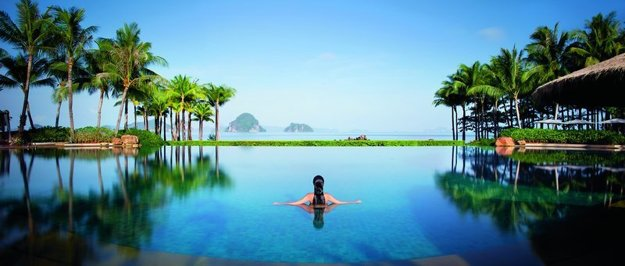 Bazén v hoteli Phulay Bay & Ritz Carlton Reserve