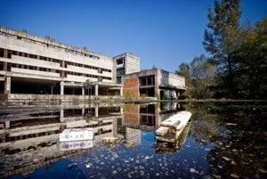 Univerzitná nemocnica na bratislavských Rázsochách. Štát ju začal stavať ešte v roku 1987. Dodnes nie je postavená.