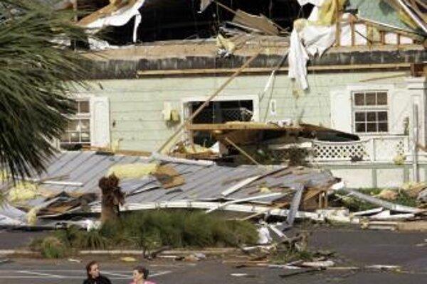 Zničená dedina The Village na Floride.