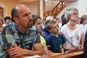 Rodina je dôležitá. S manželkou a synmi boli na festivale Šengenský poludník v poľovskom kostole.