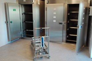 Prevádzková budova. Je moderne vybavená aj mraziacim i chladiacimi boxmi pre zosnulých.