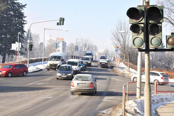 Semafory na križovatke možno začnú opäť fungovať.
