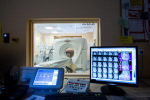 Veľkou transakciou bola aj zmena vlastníckej štruktúry spoločnosti Pro Diagnostic Group, ktorá združuje diagnostické centrá po Slovensku a zameriava sa na magnetickú rezonanciu, počítačovú tomografiu či röntgeny. Bližšie nespresnený podiel v Pro Diagnostic Group získala španielska spoločnosť Ribera Salud, ktorá patrí v Európe medzi lídrov v poskytovaní zdravotnej starostlivosti. Právny servis jej zaisťovali právnici z kancelárie Havel, Holásek & Partners.