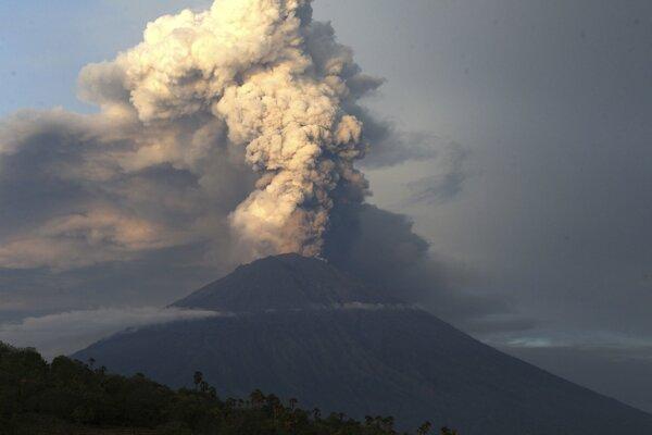 Sopka Agung na indonézskom ostrove Bali.