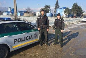 Novomestskí policajti zachránili život mladej žene.