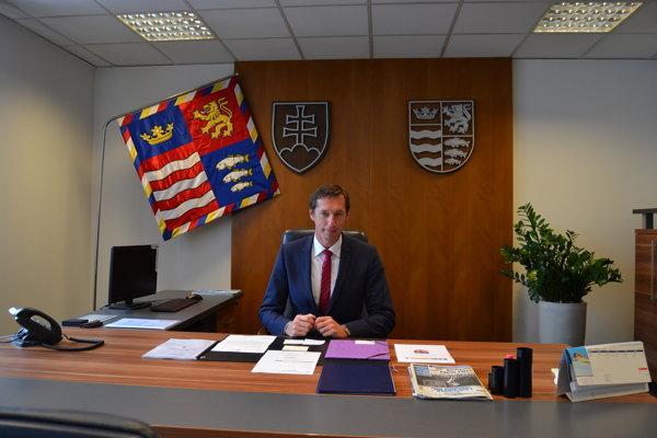 Nový župan. Milan Majerský (KDH) má za sebou prvú gremiálnu poradu aj pracovnú cestu.
