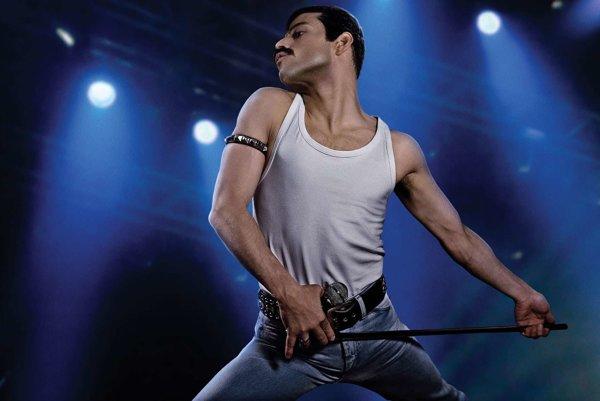 Hviezda filmu Rami Malek v preoblečení za Freddieho Mercuryho.