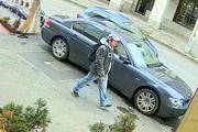 Polícia pátra po tomto podozrivom mužovi.