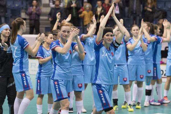 Slovenské reprezentantky ďakovali skvelým fanúšikom.