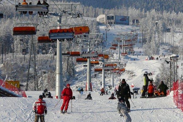Lyžiari sa na zjazdovku v Tatranskej Lomnici vrátia asi až vo štvrtok.