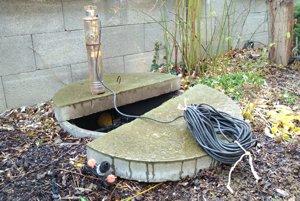 Obyvatelia Vrakune nemôžu od roku 2002 používať vodu zo studní ani na polievanie.