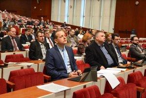 Mestské zastupiteľstvo. Niektorí videli riešenie vo výmene pozemkov na Textilnej za parcely pri Slaneckej.