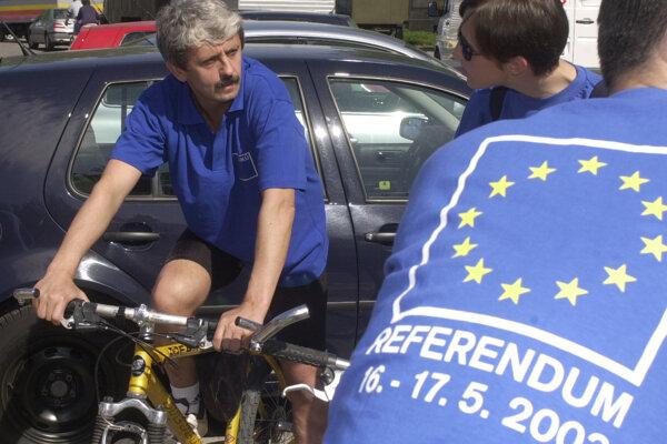 Expremiér Mikuláš Dzurinda počas kampane pred referendom o vstupe do EÚ.