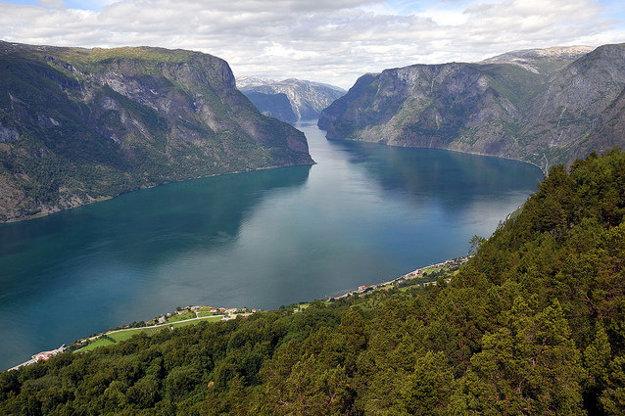 Najdlhší nórsky fjord Sognefjord má vyše 200 km.