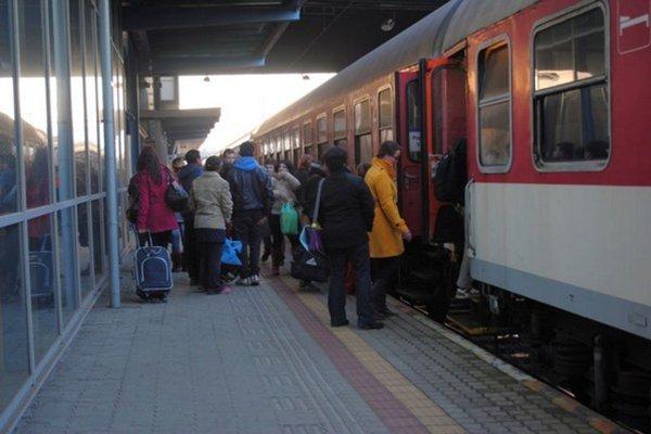 Cez sviatky sa očakáva väčší záujem o cestovanie vlakmi.