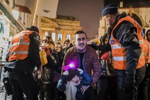 Na oslavy Nového roku dozerajú policajti všade vo svete.