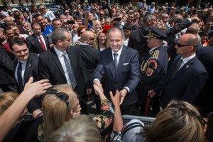 Slovensko má prvého nekomunistického prezidenta. Andrej Kiska zložil ústavou stanovený sľub a ujal sa funkcie prezidenta Slovenskej republiky.