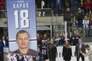 HC Slovan Bratislava si uctil svojho bývalého hráča Richarda Kapuša.