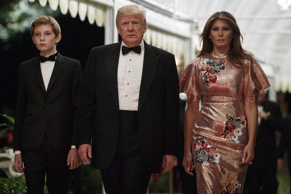 Trump s manželkou a synom.