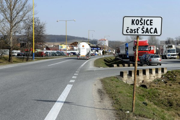 Buzinská ulica začína hneď vstupom do mestskej časti. V pláne je zvýšiť bezpečnosť chodcov.