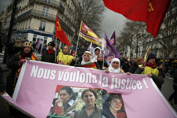 Na pochode ulicami Paríža sa zúčastnili ľudia nielen z Francúzska.