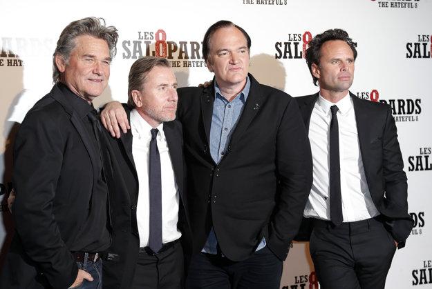 Tarantino v obklopení svojich hercov: Kurt Russell, Tim Roth a Walton Goggins.
