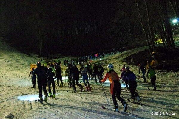 Noc Tuleních pásov vo Valčianskej doline.