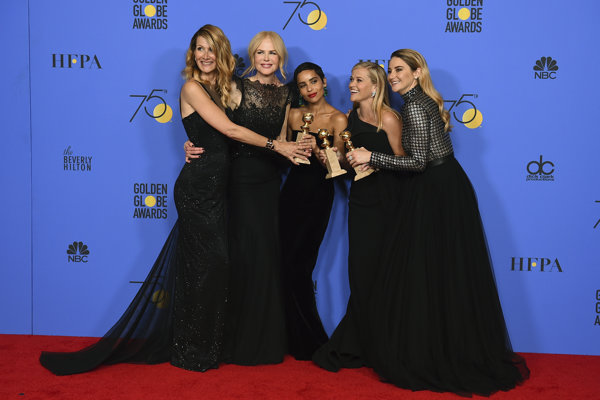 Herečky Nicole Kidmanová, Zoë Kravitzová, Reese Witherspoonová,Laura Dernová a  Shailene Woodleyová zo snímky Veľké malé klamstvá.