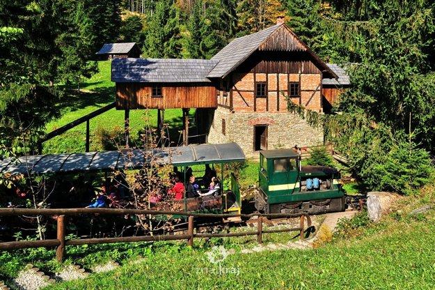 Historická železnička v skanzene vo Vychylovke