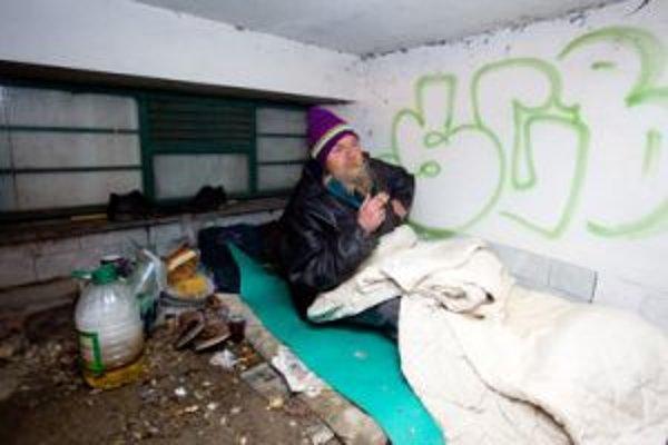 Problém bezdomovcov je na Slovensku vypuklý hlavne počas zimy