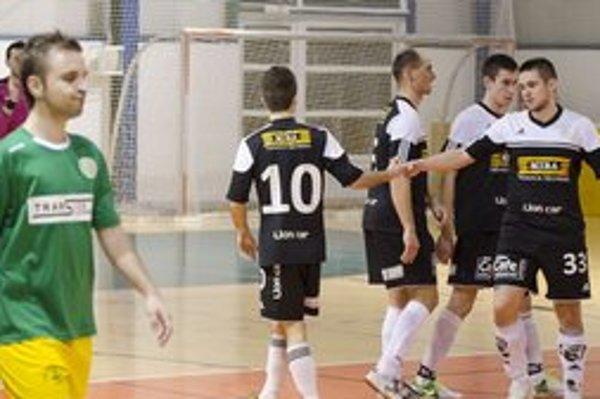 Radosť hráčov MIBY zo streleného gólu. Zľava Peter Zehnal, Rastislav Kollár, Róbert Greško a Peter Polák.