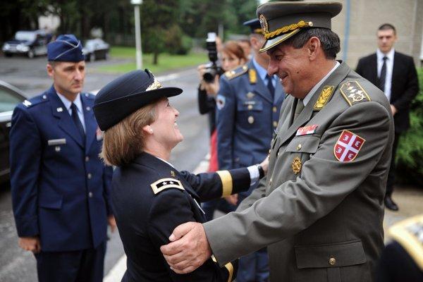 Srbský veliteľ Dikovič (vpravo).