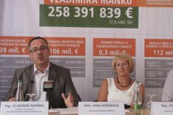 Vladimír Maňka a krajská predsedníčka SMERU - SD Jana Laššáková na dnešnej tlačovej besede
