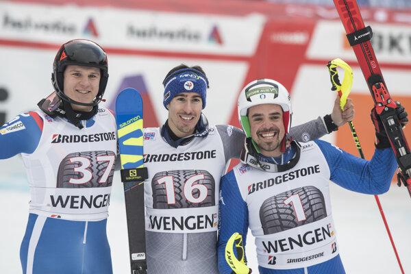 Victor Muffat Jandet (uprostred) oslavuje triumf po boku druhého Rusa Pavla Trichičeva (vľavo) a Petra Filla (vpravo).