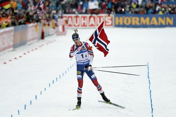 Záverečnú časť poniesol nórsku vlajku prvý Johannes Thingnes Boe.
