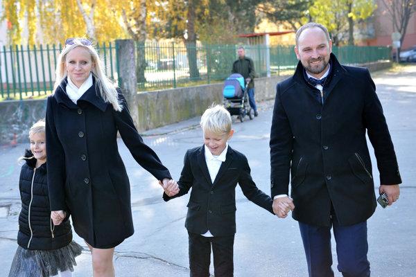 Nový župan Jozef Viskupič s rodinou.