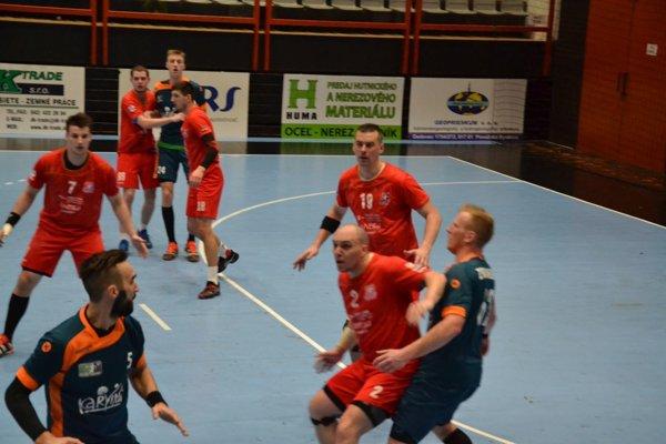 Pov. Bystrica (v červenom) zdolala Karvinú o sedem gólov.