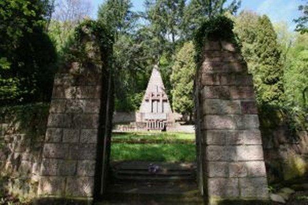 Jurkovič nenavrhol pamätník v húštine