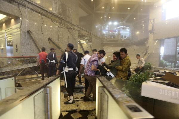 Zrútená podlaha v budove indonézskej burzy.