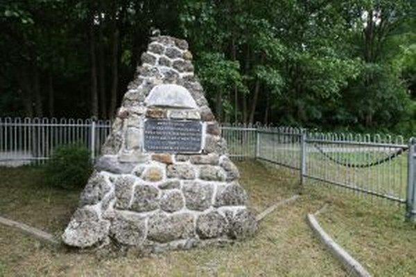 Pamätník na Podjavorí by potreboval obnovu.