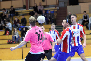Momentka z finále, ktoré museli rozhodnúť až penalty.