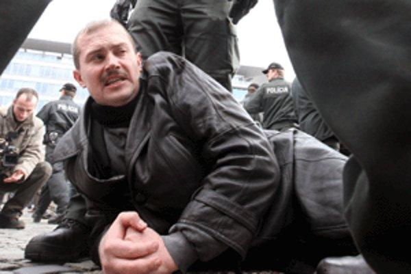 Rómovia považujú Kotlebovu predvolebnú kampaň za protizákonnú.